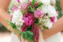 Wedding: Beautiful Bouquets & Flowers / Wow, what a bouquet! Choosing the flowers and style of bouquet for your wedding can be quite a task. This is a collection of my favorite flowers and wedding bouquets.