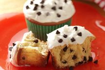 Cakes and Cupcakes / by Candace Gordon