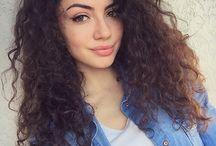 Kiharat hiukset