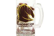 Beer, Wine, Stocks and Glasses / Pivo, víno, kořalka a sklenice, láhve atd.; Některé reklamy.