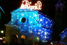Mercatini di Natale in Lombardia / Quali sono i mercatini di Natale da visitare in Lombardia? Ne abbiamo selezionato qualcuno per voi! Lieti di accogliere i vostri suggerimenti.