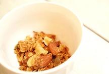 Cinnamon Apple Granola / アップルのサックリした食感と、香り高いシナモンがクセになる!「シナモン」には疲労回復やイライラ解消の効果があるとも言われているので、お仕事中のおやつ代わりにいかがでしょうか?シナモンアップルグラノーラ:350g/950円