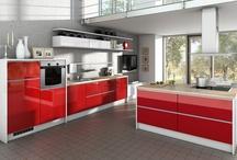 Rote Küchen / Rot sehen erwünscht. Ob eine Küche in Rot-Weiß, kombiniert mit Holz oder als Solokünstler, ein Küche in Rot ist immer ein Bekenntnis zu einer feurigen und ausdrucksstarken Farbe.