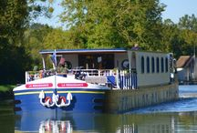 Hotel Barge Renaissance / Renaissance accommodates up to eight passengers in  ultimate luxury. Her interior has been extensively refitted and includes a beautifully appointed and spacious lounge area with comfortable seating.