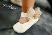 Sapatos e roupa de Bebé