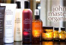 John Masters Organics / Le linee John Masters Organics (www.johnmasters.it) nascono dal desiderio di creare prodotti e linee di bellezza complete, per capelli, viso e corpo che non siano invasive per l'ambiente, ma che rispettino la Terra e la Natura. A tal proposito John Masters Organics propone prodotti per un rilassante e benefico trattamento hair, body & skin che aiuti a vivere un momento di puro relax beneficiando delle componenti 100% organiche e aromaterapiche delle formulazioni John Masters Organics.