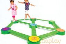 Psicomotricidad / Los juegos y materiales que se presentan ayudan al desarrollo de la psicomotricidad de los más pequeños. Ayudan a la coordinación de sus movimientos y al control de la relación con la función psíquica.