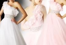 Dresses / by Shania Hazellief