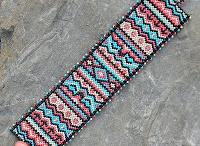 peyote pattern bracelet / by whitepitchie B