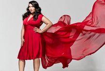 Femmes en robes rouges / Le thème de ce tableau vise à collectionner toutes les photos de femmes qui s'habillent que de belles robes rouge!