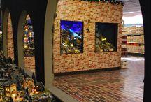 Kerstshow 2015 / Op onze kerstshow vindt je niet alleen de laatste kerst-trends, maar ook leuke sfeer artikelen voor het najaar, kaarsen, kussens en plaids en nog veel meer decoratie artikelen voor in huis! Net als elk jaar hebben we er hard aan gewerkt om voor jullie een prachtige show neer te zetten waarmee we jullie hopen te kunnen inspireren.