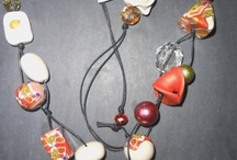 Le Ipazia / LeIPAZIA creates beads and colors .... à porter! Our beads are all handmade, one by one. Using a polymer clay, we create various colors, mixing them together until to get the shades desired. With these colors we create beads in various shapes and the decorative effects are the result of a careful study of form and color. Nothing be painted. In our laboratory we create by creative inspiration and ... a touch of madness.