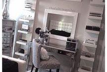 Vanity mirror and table / Make up studio/corner