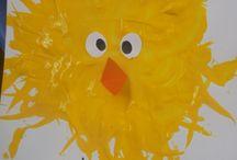 Pasen / Kuikens, eieren en paashazen.... Op dit bord vind je ideeën voor in je klas om voor pasen te knutselen, maar ook werkboekjes en andere leuke dingen voor tussendoor. Volg dit bord voor meer leuke tips!