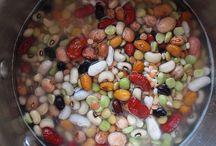 Polévky / Tady jsou ty polévky, které lze dělat tak nějak v průběhu celého roku,  i ty sezónní (někdy si na ně zeleninu mrazíme).