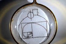 Bijoux / Bijoux orné de symboles ou de pierres.
