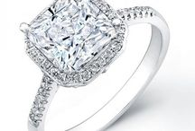 Princess Halo Diamond Ring / It is no doubt that our princess halo ring epitomizes a gorgeous and dynamic style including classic, modern and vintage. It is time to take things to a whole new level with our reasonable price and quality engagement rings. Place an order of Beverly Diamonds princess halo ring today.