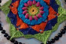 Mandala #crochet #hilo # semillas #borlas