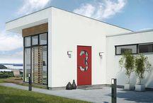 Rød ytterdør / En rød dør gir et statement til boligen. Klassiske og moderne røde dører.