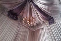 sufit dekorowany tkaninami