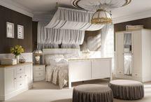 FLORENCE kolekcja mebli styl prowansalski / Kolekcja mebli Florence to ponadczasowa i nostalgiczna forma mebli w stylu prowansalskim . Elementy z tej kolekcja jak komoda , kredens z szufladami czy wyrafinowana oszklona witryna wraz ze stolikiem pod telewizor idealnie współgrają z klasycznymi wnętrzami , a piękna jasna sypialnia pomieści stylowe łoże małżeńskie szafy 2 i 3 drzwiową i piękne wysokie szafki nocne . Zapraszamy do zaponanią się zvtą kolekcją i jej pokochania  http://meble-do.pl/meble-systemowe/florence.html