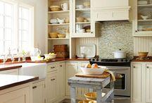 Kitchens... / by Tracey Digirolamo