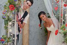 Свадебная арка / Свадебная арка - элемент европейского свадебного декора, главный атрибут выездной регистрации, ведь именно стоя перед аркой, молодые произносят клятвы в верности и любви, обмениваются поцелуями и кольцами. И именно украшенная цветами арка становится основной фотозоной на модной свадьбе.  Арка издавна считалась символом благополучия. В былые времена даже существовал свадебный обычай, согласно которому, чтобы быть счастливыми в семейной жизни, жених и невеста должны были пройти под аркой.