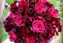 Recent designs for bouquets / Various designs in lush colours and stylish ivories