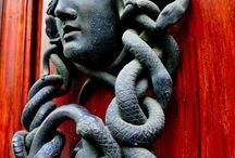 DOOR KNOCKERS-Η ΤΕΧΝΗ ΣΤΟ ΡΟΠΤΡΟ / Various Artistic Door Knockers-Διάφορα Καλλιτεχνικά Ρόπτρα Εξωτερικών Θυρών.