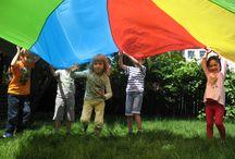 Summer Fun 2015 / Unele cursuri sunt create pentru amuzament şi pentru îmbunătățirea englezei vorbite, în timp ce altele sunt intensive, destinate recuperării sau avansării în studiul englezei pentru copiii care deja studiază această limbă la şcoală . Cursurile sunt de scurtă durată şi sunt proiectate pentru intervalele de vacanţă din timpul anului şi cel din perioada verii. Activităţile înclud teatru, muzică, dans, creaţie şi multe altele, bineînţeles în limba engleză.