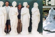 Galeotti Paolo Nello / Piccola bottega artigiana a gestione familiare, è situata nel centro storico di Pietrasanta dove con cura e attenzione viene svolta la lavorazione di figure classiche, moderne e religiose, ornati, caminetti, colonne e tutto ciò che riguarda la lavorazione artistica del marmo
