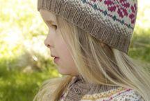 Drops Children / Warme Anziehsachen mit Wow-Faktor und Potential eines Lieblingskleidungsstücks. Alle Anleitungen auf garnstudio.com kostenlos.