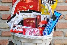 Complementos para flores / Peluches, emoticonos, globos, tarjetas, dulces, chocolates, vinos, cavas y mucho mas para acompañar tus flores en nuestra tienda online www.floristeriafernando.com