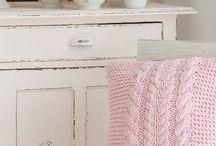 Knit pilow