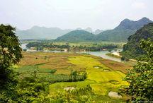 Phong Nha-Ke Bang / Parque nacional Phong Nha-Ke Bang En pleno centro de Vietnam tenemos el parque natural que más records ostenta del país y también del mundo, se trata del Parque nacional Phong Nha-Ke Bang, el lugar donde se descubrió la cueva más grande del mundo, la cueva Hang Son Doong. Rios, montañas, grutas y cuevas nos esperan en Phong Nha-Ke Bang.