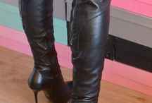 latex boots/boots