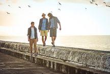 Timberland Homme - Le bord de mer / Pour les beaux jours le shop Timberland de Nantes vous présente sa sélection de chaussures, vêtements et accessoires pour un look idéal lors de vos week-ends et vacances au bord de la mer.