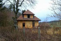 Urbex #01: Dům u železnice / Old railway station #czechrepublic #hradeckralove