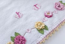 Crochet / Este painel é feito por todas as delicadezas que a linha e agulha nas mãos de uma pessoa possa ser feita.