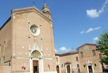 Сиена. Базилика святого Франциска (Basilica di San Francesco). / Базилика была построена в 1228-1255 годах, и впоследствии достраивалась и расширялась на протяжении 14 и 15 веков, и в результате простое романское сооружение превратилось в огромную готическую конструкцию. На левой стене нефа помещены «Мадонна с младенцем и святыми» Якопо Дзукки (конец 16 века), «Благословляющий Христос», «Богоматерь со святым Франциском и святым Андреем» (1605) работы Пьетро Сорри, «Мученичество святой Мартины» Пьетро да Кортона (середина 17 века).