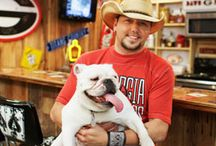Jason Aldean. / in love with jason aldean not just his looks but his music such a big fan !