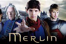 Filmsorozat: Merlin / A Merlin egy brit fantasy-kaland televíziós sorozat. A történet az Artúr legendakörből ismert Merlin és Artúr kapcsolatára épül, de nem a hagyományos megközelítésben. A sorozatot 2008-2012 közt vetítették, 5 évadból és 65 részből állt.