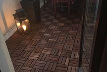 Small balcony idea / Wooden tiles, marble pebbles