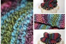 Chaud rime avec tricôt  / Quelques mailles à porter ou tout simplement pour décorer ... le tricot revient à la mode, la laine est très sympa et sort du lot ....