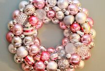 CHRISTMAS WREATHS & DECOR / by Ody Rivas