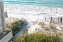 Beaches / by Caroline de la Ronde
