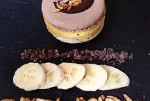 Eis Macarons / Das wohl leckerste Eis unter der Sonne: unser Jö Macaron-Eis! Immer neue tolle Sorten wie Passionsfrucht-Vanille-Kokos, Erdnuss-Karamell oder Johannisbeere-Weiße Schoggi warten darauf von Dir vernascht zu werden!