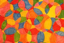 Teken idee / Je tekent eerst allemaal rondjes daarna kleur je elk vakje in. Je moet wel zorgen dat je geen twee dezelfde kleuren langs elkaar zitten, want anders komt het leuke effect niet naar voren❗️