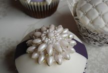 Pretty cupcakes and mini cakes and cake pops / by lisa brown