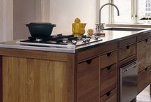 HANSEN Compact / A compact kitchen furniture in three sections with sink and space for ta hob or dishwasher. HANSEN Compact comes in three sizes.